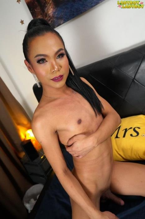 Java - Java Gets Horny On The Bed (Transsexual) Ladyboy-Ladyboy.com [FullHD]
